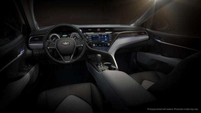 Салон новой Тойота Камри 2017