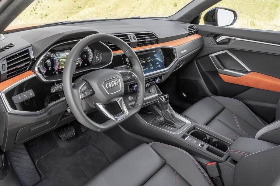 Салон Audi Q3
