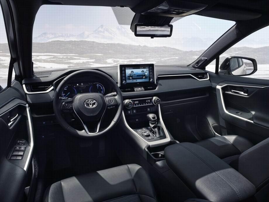 Салон новой Toyota RAV4 5