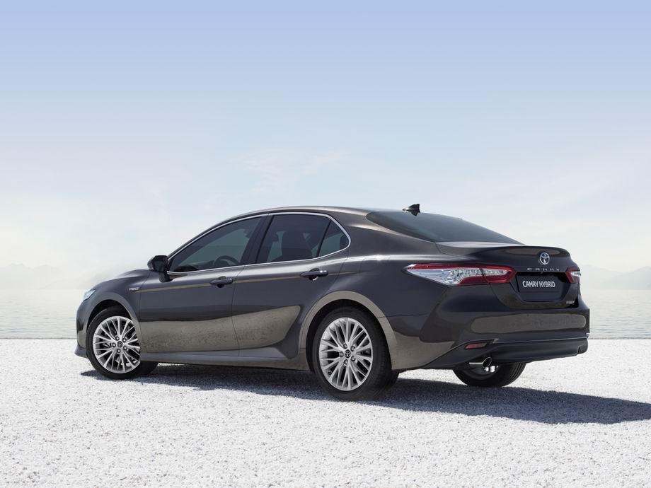 Toyota Camry 2021 в новом кузове