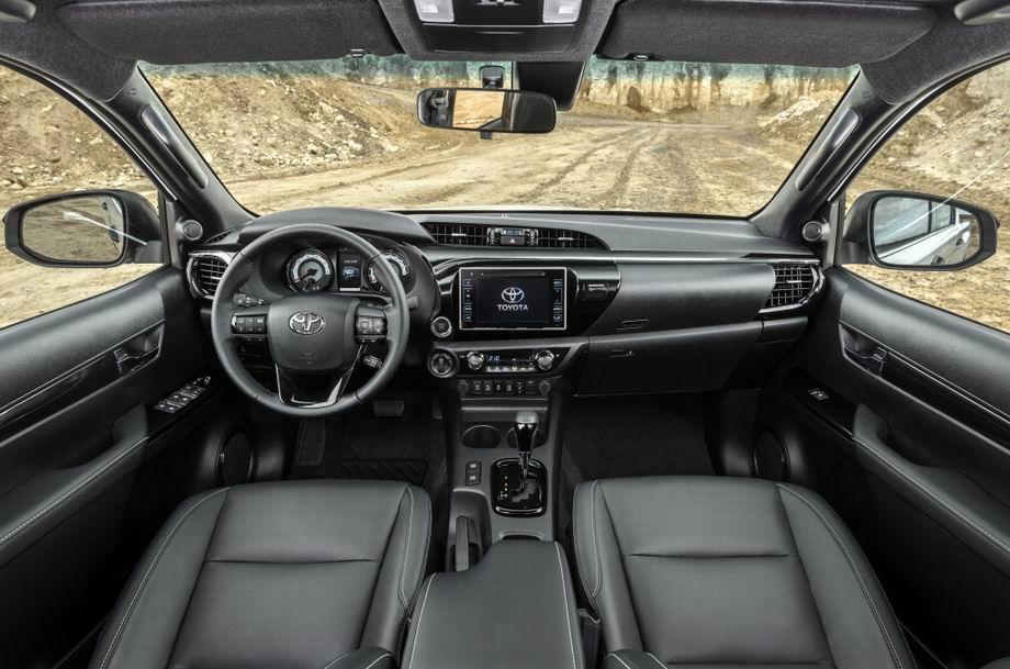 Салон Toyota Hilux 2020