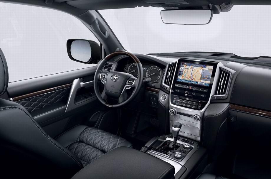 Салон Toyota Land Crulser 2021