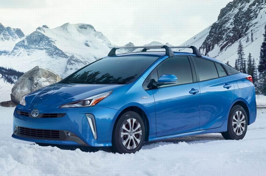 Новая Тойота Приус 2020 года