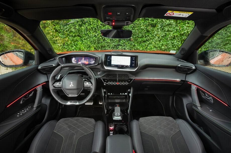 Салон нового Peugeot 2008 II