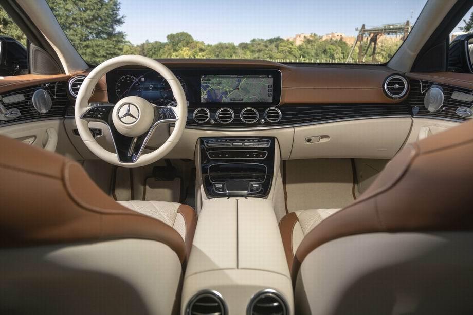 Салон Mercedes-Benz E-Class 2021
